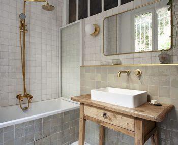 salle de bains - zellige - vert - blanc - terrazzo - robinetterie - laiton - dore - vincennes - mon oeil dans la deco - virginie durieux - decoration