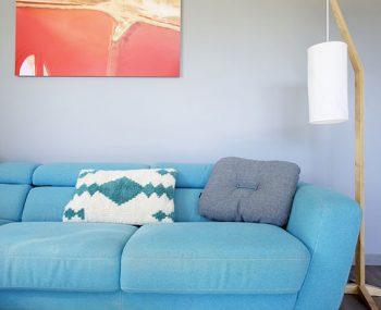 salon - sejour - canape - bleu - blanc - gris - bois - bibliotheque - sur mesure - tableau - photo - delight - chaise - zuiver - la redoute - neuilly plaisance - decoration d'interieur - decoration - val de marne - mon oeil dans la deco - decoration - Virginie Durieux - Nogent sur marne